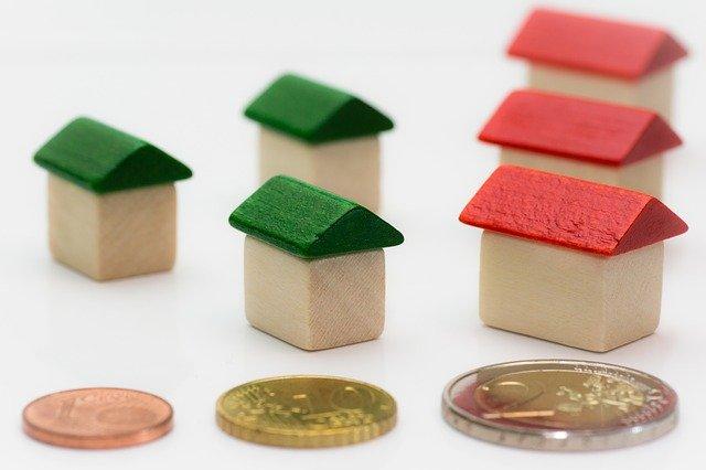šest domků a tři mince.jpg