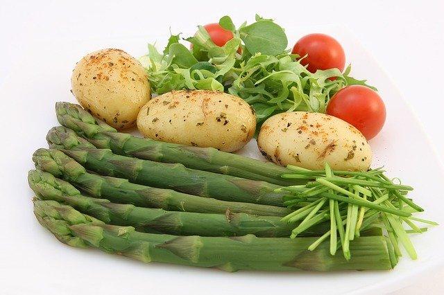 chřest, rajčata a brambory.jpg
